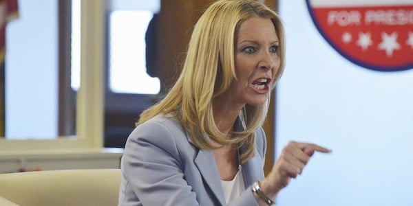 Lisa Kudrow finally does something beside get on our nerves in this episode! Huzzah!