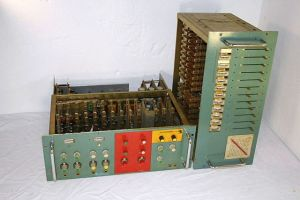 640px-Kraftwerk_Vocoder_custom_made_in_early1970s
